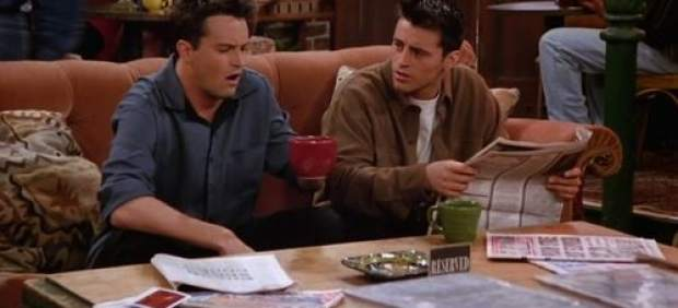 JOEY Y CHANDLER EN EL SILLON