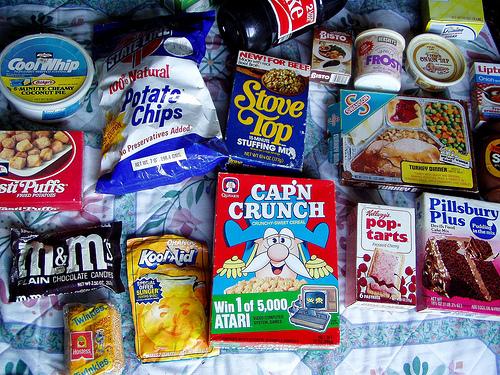 diferentes productos de comida cereales, chocolates, refrescos, etc.
