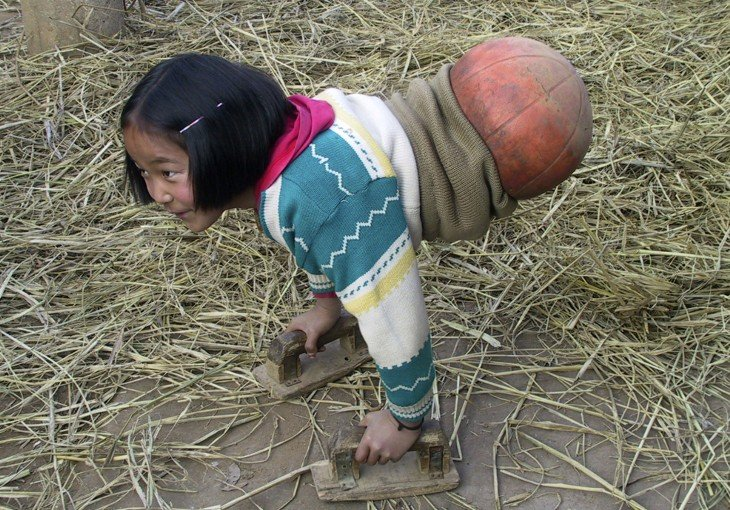 NIÑA DEL BALON DE BASKETBALL