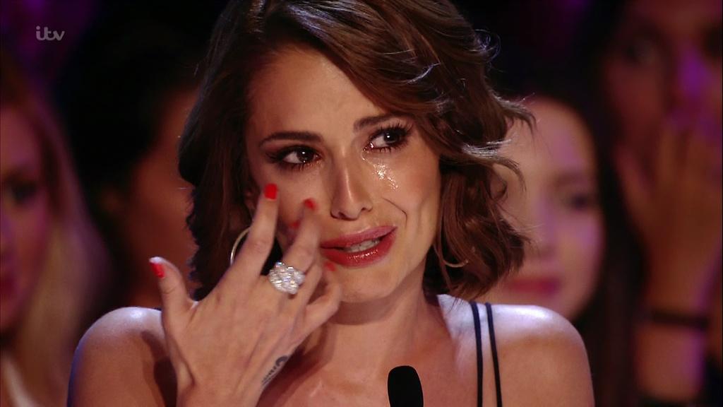 La juez de Factor X Fernández-Versini llorando tras la interpretación en la audición de Josh Daniel