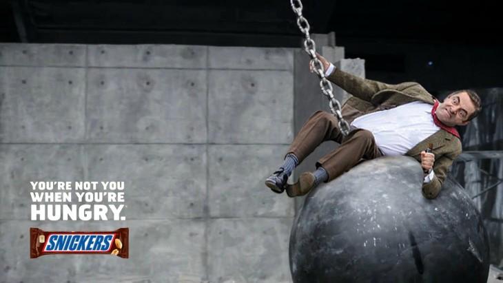 Photoshop de Mr. Bean sobre una bola de demolición
