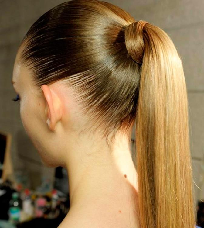 Cabeza de una chica con el cabello demasiado apretado