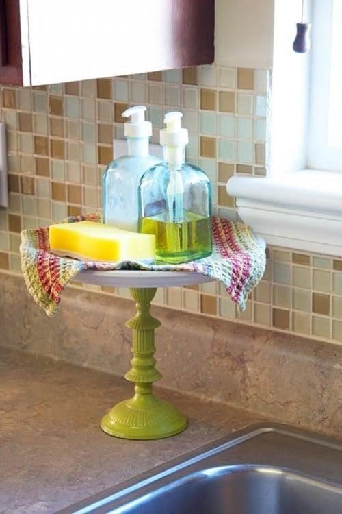 Base de pastel para colocar los productos que se usan en el fregador de la cocina