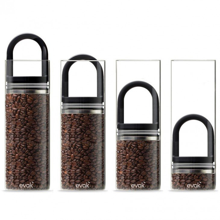 Contenedores Evak de diferentes tamaños con café
