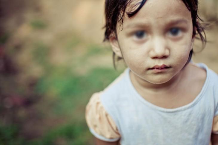 niña de la india en una foto tipo hd