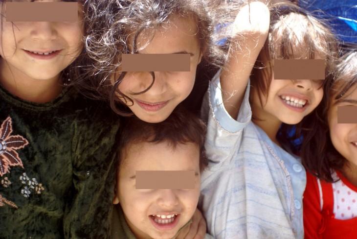 niños con sus amiguitos