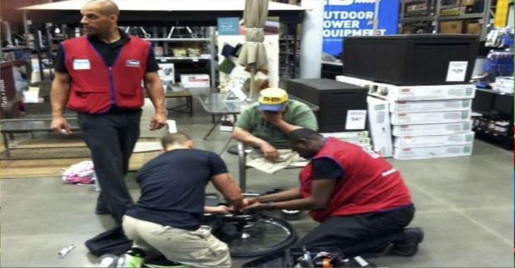 hombres de una tienda ayudan a veterano de guerra a arreglar su silla de ruedas, el soldado ya no tiene piernas