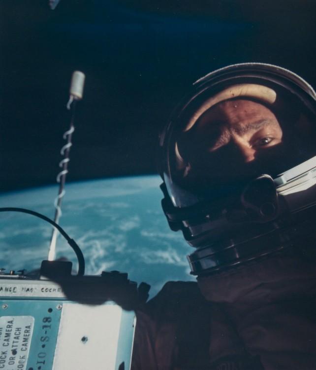 selfie en el espacio por parte de Buzz Aldrin en 1966 en su misin gemini 12