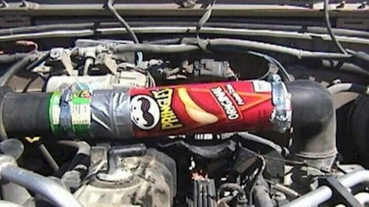 bote de pringles usado como tuberia de un coche