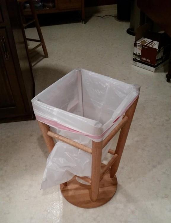 cesto de la basura hecho con un banco