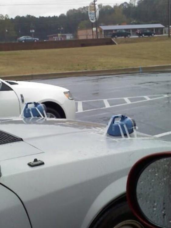 carro con faros de lámparas