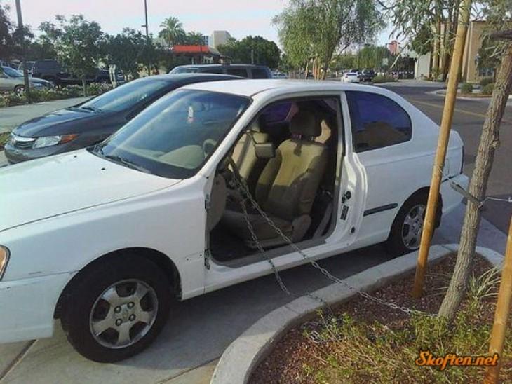 carro con cadenas de seguridad