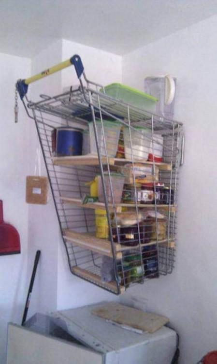 alacenero hecho de carrito del supermercado