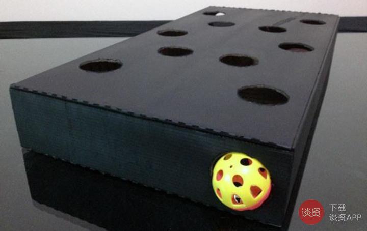 BOX COM AS ESFERAS DE GATOS FEITO UMA CAIXA DE CARTÃO VELHO