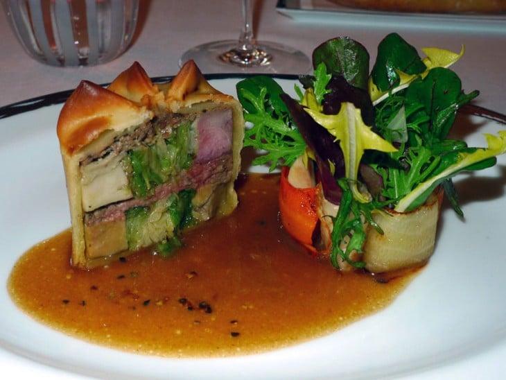 quatro prato de carne Restaurante Le Meurice Alain Ducasse, Paris