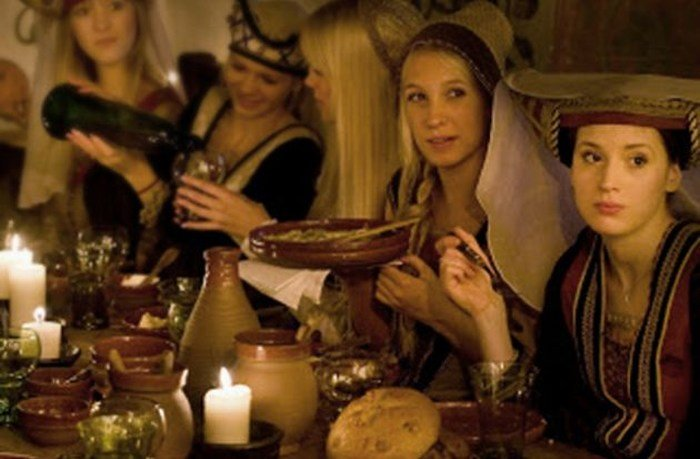 mujeres a la hora de la comida