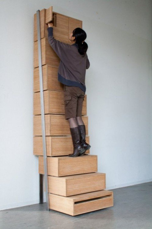 escalera multifuncional con compartimientos duros para ser utilizados como escalones fuertes