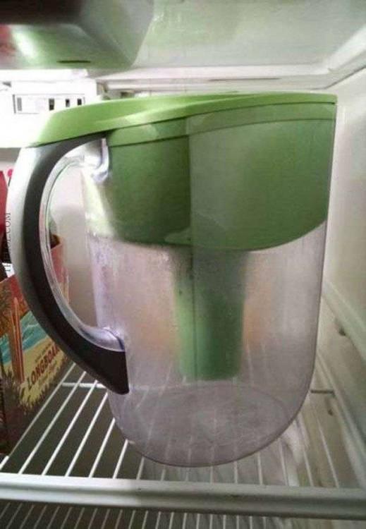 jarra del refrigerador vacía