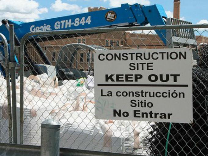 AREA DE CONSTRUCCIÓN MANTENGASE ALEJADO
