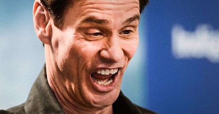 sonrisa de actor fingida