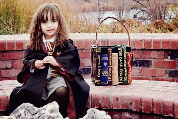 niña disfrazada de hermione