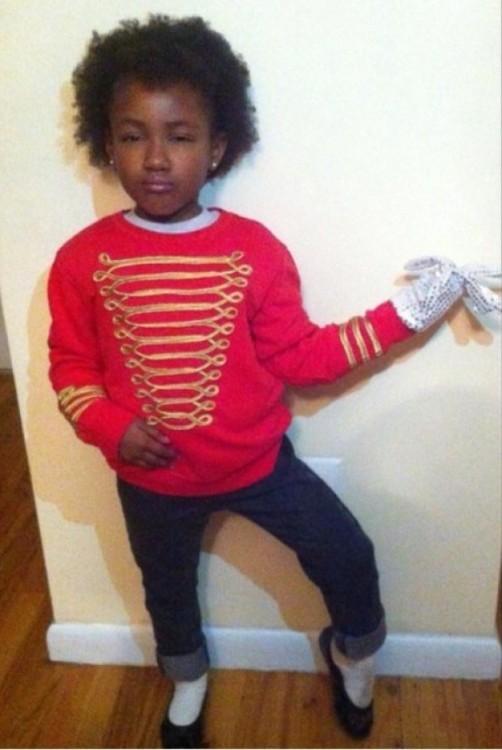 niña disfrazada de Michael Jackson