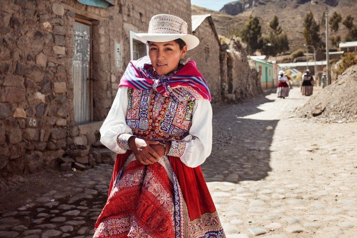 MUJER BELLA DE VALLE COLCA PERU