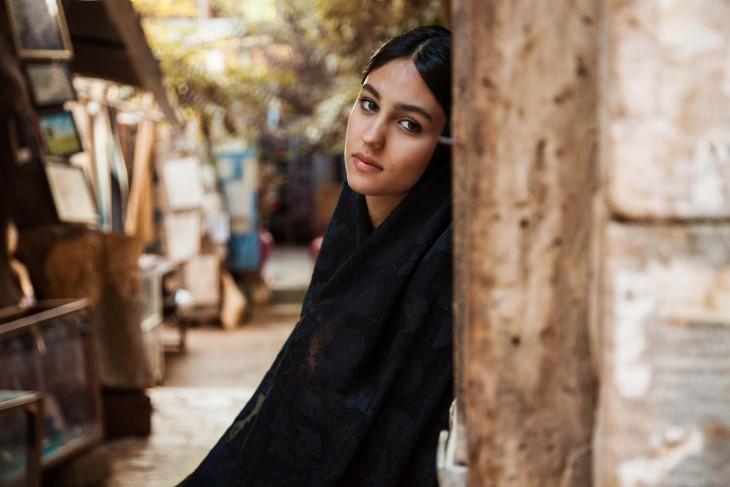 BELLA MUJER DE SHIRAZ, IRÁN