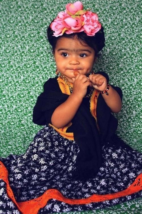 bebe disfrazada de Frida Kahlo