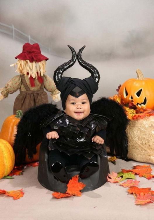 Beb+e disfrazada de maléfica