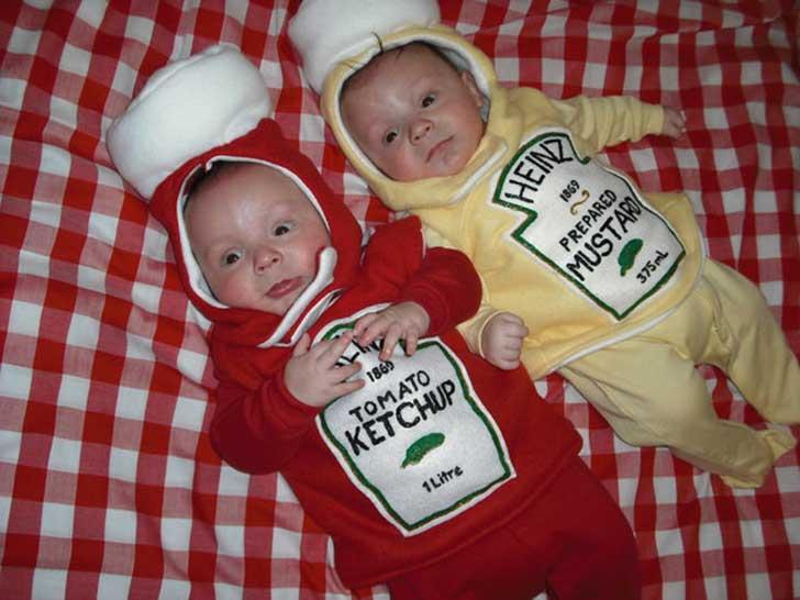 hermanitos disfrazados de mostaza y salsa de tomate