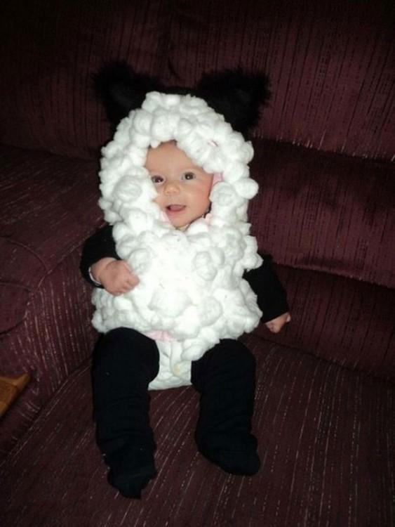 bebe disfrazado de pandita