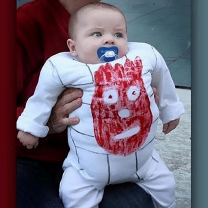 bebe disfrazado de wilson
