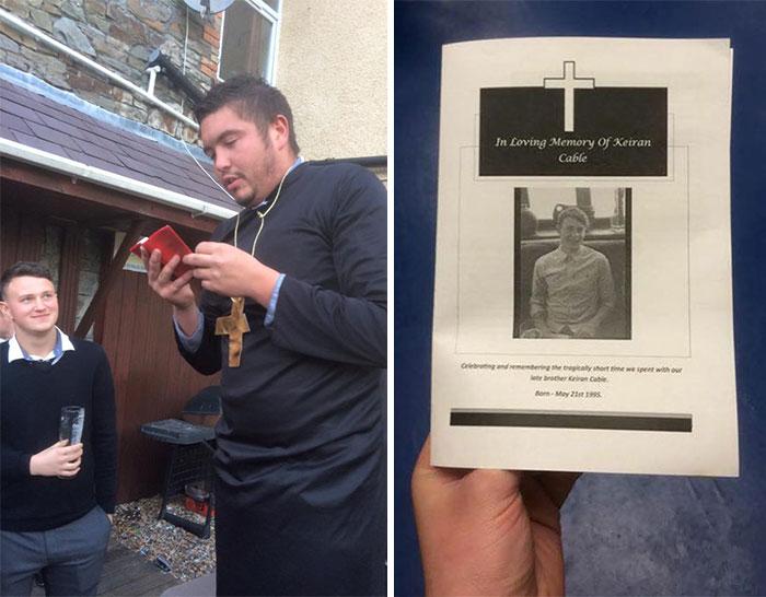 chico vestido de sacerdote junto a una hoja que dice que un chico se murió
