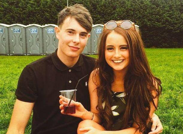 Keiran Cable y Jess Ferguson chico galés que dejo de ver a sus amigos 18 meses