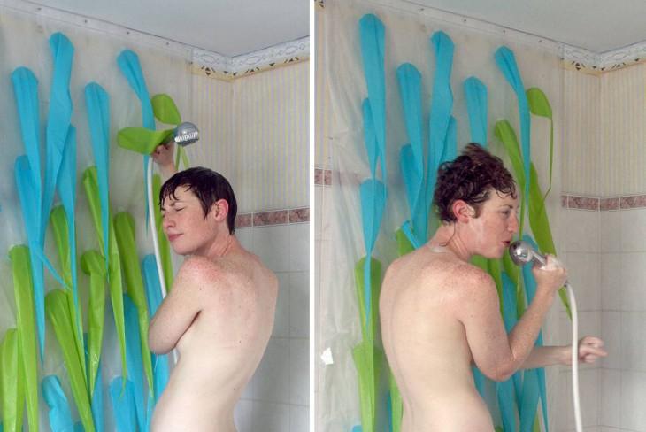 fotografías de una chica tomando una ducha