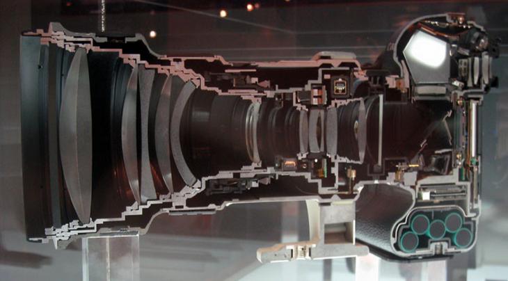 interior de una cámara canon con todo y objetivos