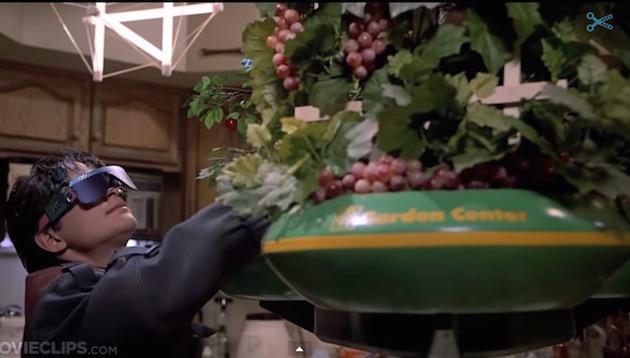 escena de la película 'volver al futuro ll' con un invento para las frutas y verduras