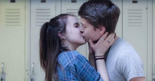 pidió a 8 parejas adolescentes se dejarán grabar mientras se daban un beso