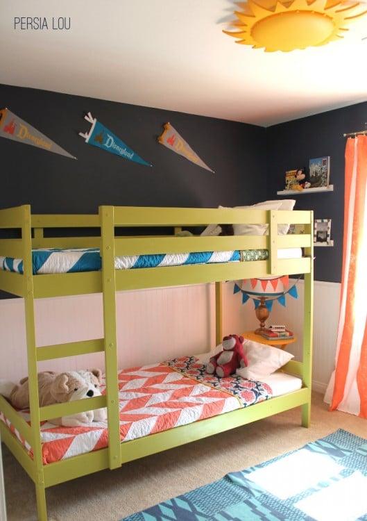 decoración de una habitación dividida para niño y para niña