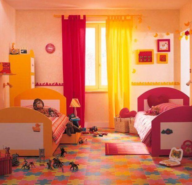 decoración de una habitación en color rojo y amarillo