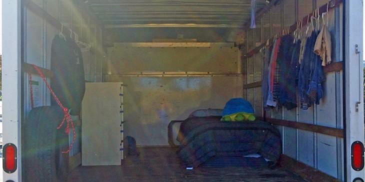 interior del camión donde vive un empleado de Google