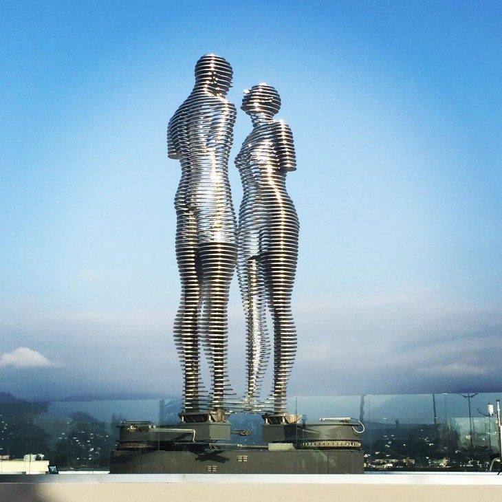 Estatua de amor de Alí y Nino en Georgia (3)
