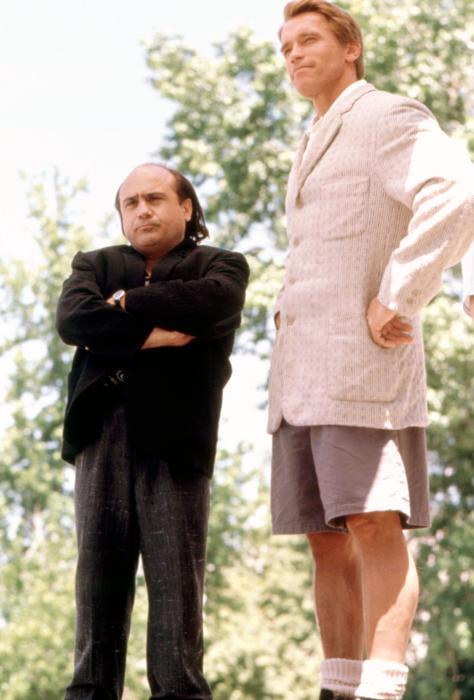 Danny DeVito y Arnold Schwarzenegger personajes de la película 'Twins'