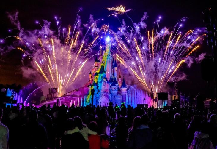 Fuegos artificiales en el Castillo de Cenicienta en Disneyland