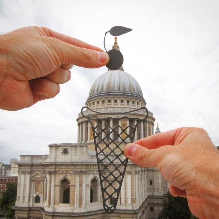 St. Paul, em Londres transformada em um sorvete com cortes de papel