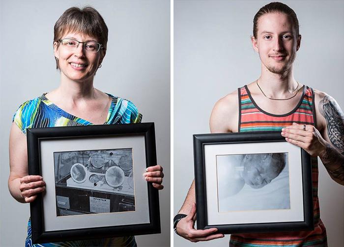 Imagen dividida en dos de una mujer y un chico agarrando un retrato frente a ellos