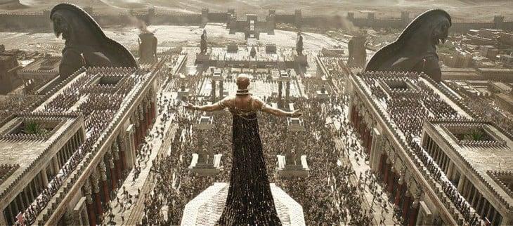 escena de un emperador frente a su pueblo de Grecia en la película 300