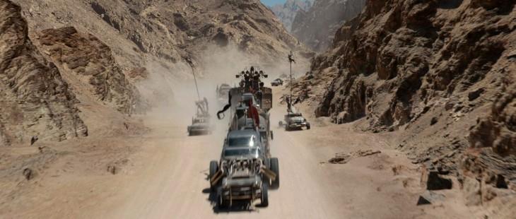efectos especiales de unos carros atravesando el desierto en la película mad max: fury road