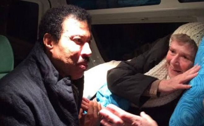 ENFERMA DE CANCER DE INTESTINO CONOCE A LIONEL RICHIE